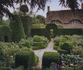 f228ab24bd6f3bb4963df4c849c7355d--formal-gardens-english-cottages