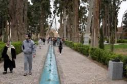 74848395-fin-kashan-ispahan-l-iran-le-23-mars-2017-est-un-jardin-persan-historique-il-contient-fin-de-bath